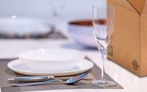 scatole trasporto stoviglie piatti bicchieri catering eventi all'aperto