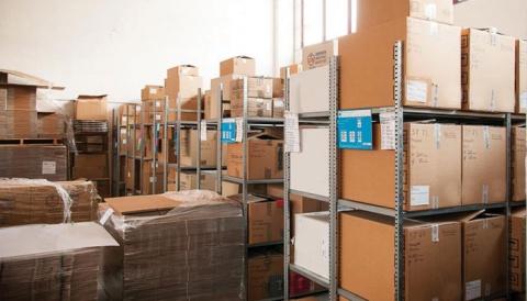 Quanto costa un magazzino di scatole ferme?