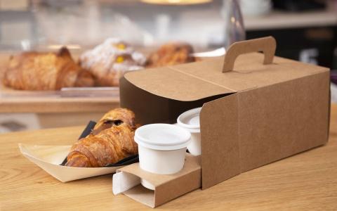 scatola asporto colazione salata dolce con porta bicchiere caffè