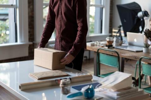 Come si fa una scatola di cartone?