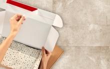 scatola spedizione postale adesivo
